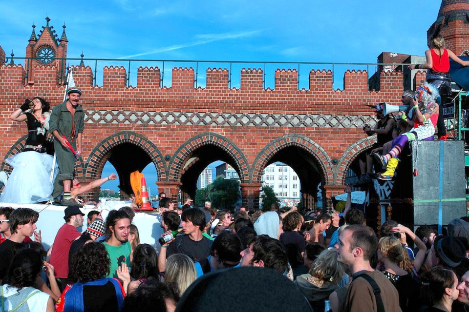 ´MediaSpree versenken´ party-demo, 2008. By flickr.com user tranZland