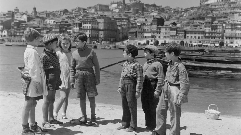 """Scene from Manoel de Oliveira's """"Aniki Bóbó"""" (1942)"""