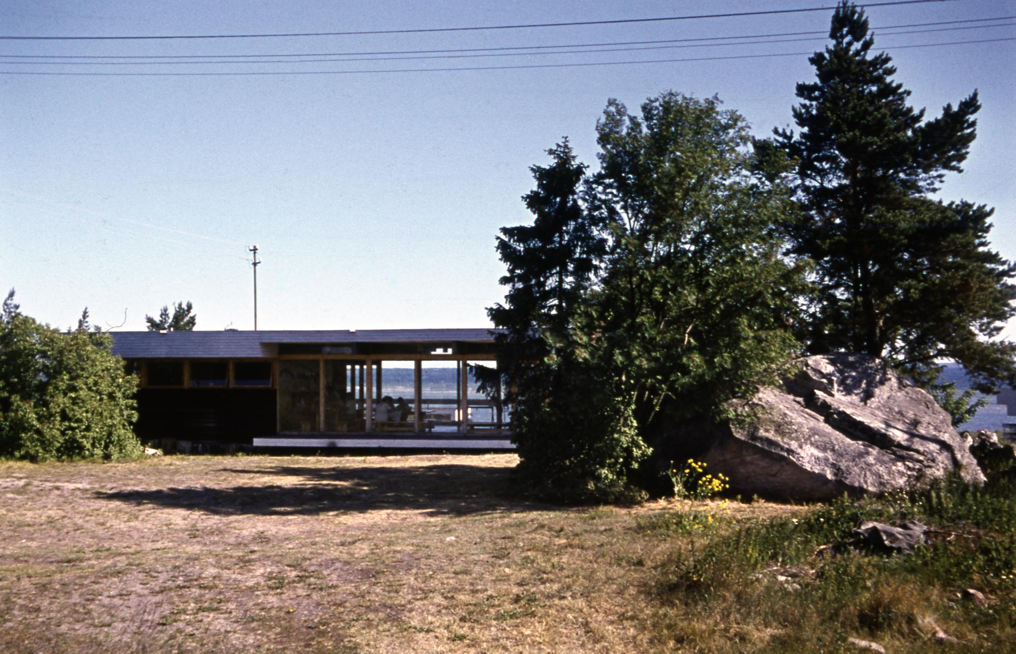 Tööstusprojekti puhkebaas Salmistus. Arhitekt Kalju Valdre, 1969. Foto: Enno Raag / Eesti Arhitektuurimuuseum
