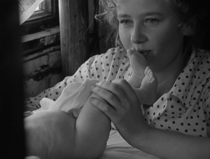 """Kaader filmist """"Lugu Asja Kljatšinast, kes küll armastas, aga mehele ei läinud"""" (1967)."""