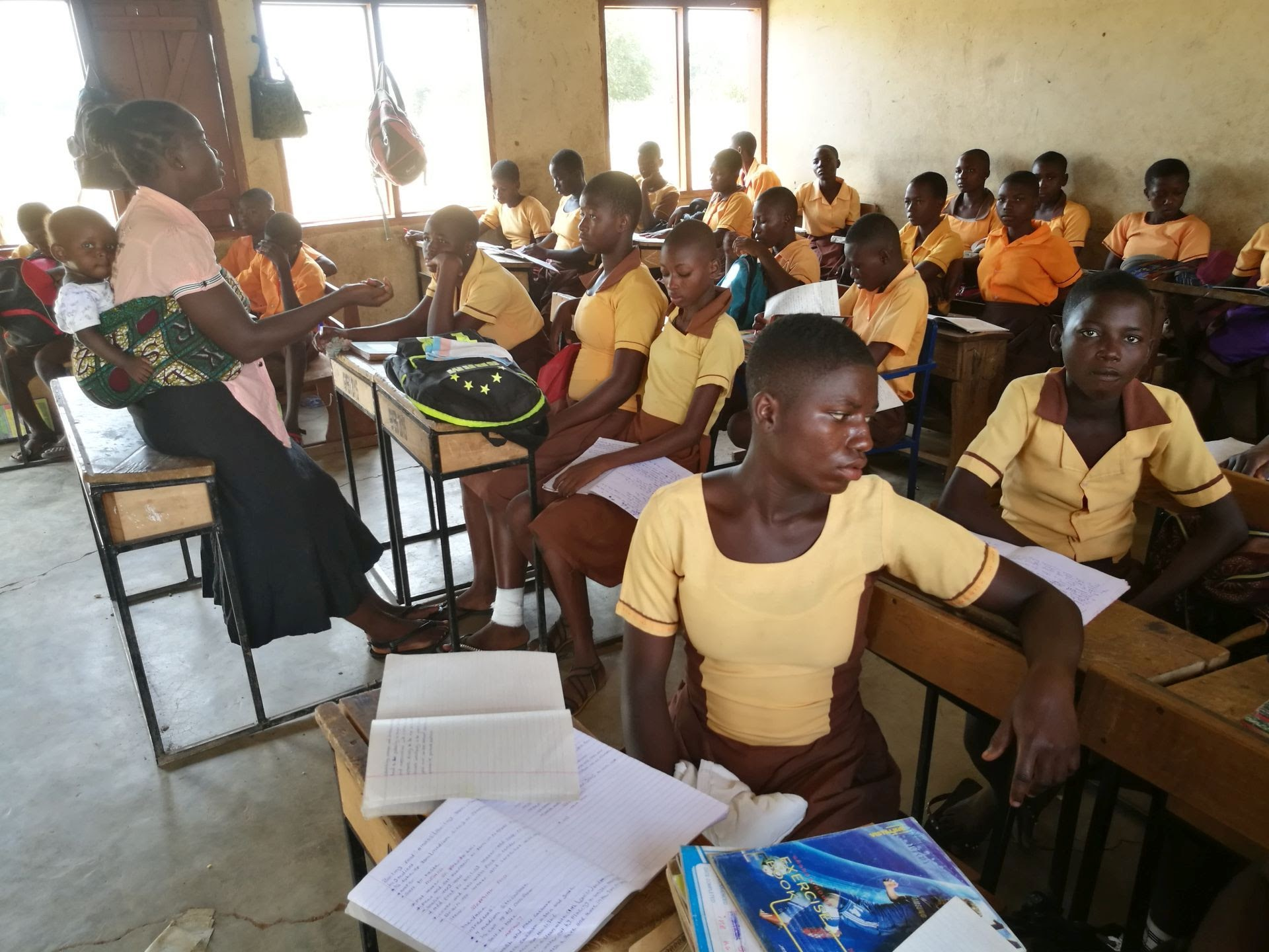 Põhja-Ghana Kongo küla tüdrukud koolitunnis. Foto: Toomas Liivamägi