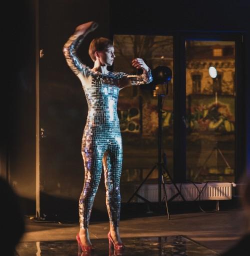 Liis Varese performance. Foto: Janis Kokk