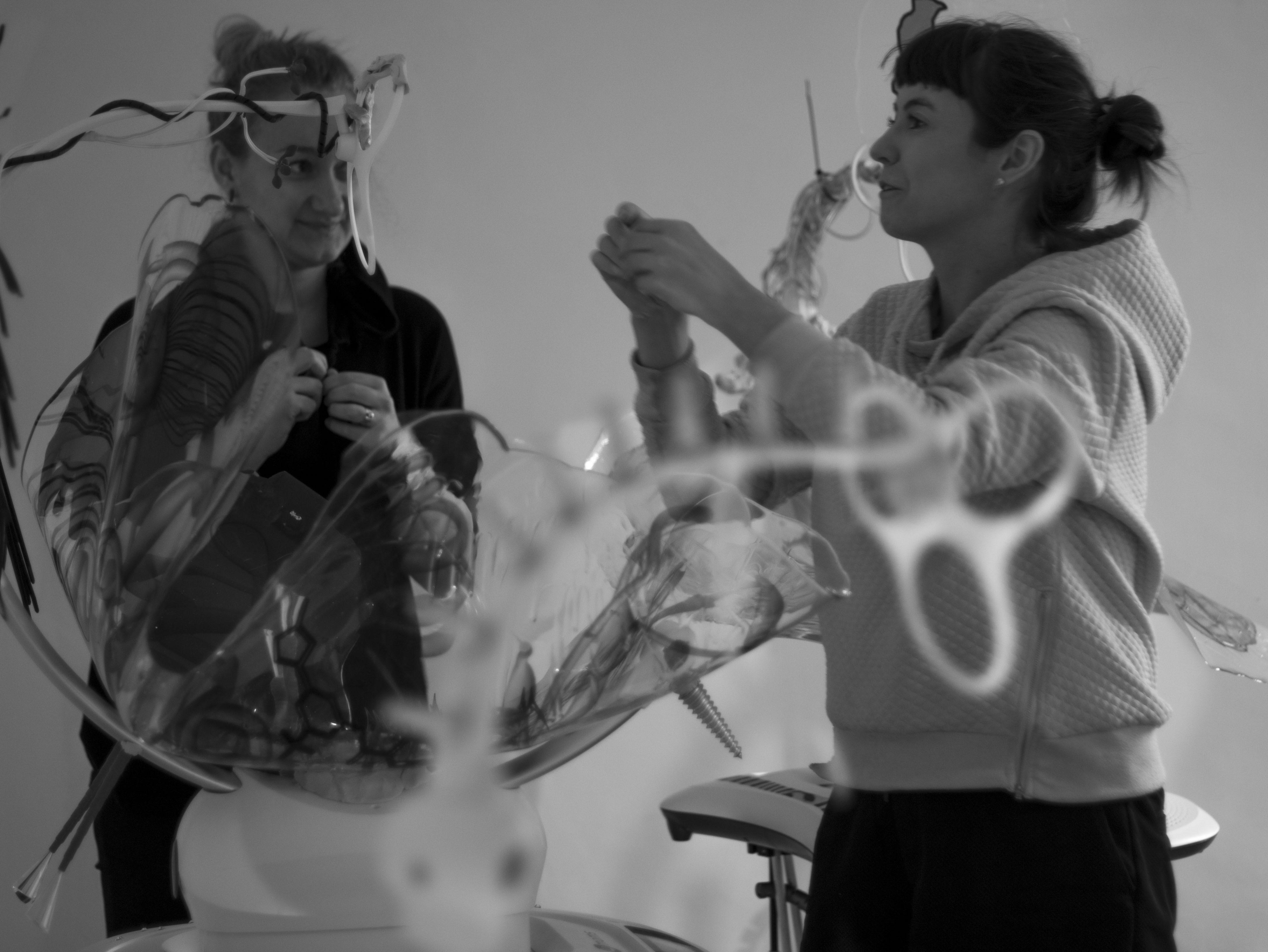 Kuraator Kati Ilves ja kunstnik Katja Novitskova Veneetsias. Foto: Carol Katkoff