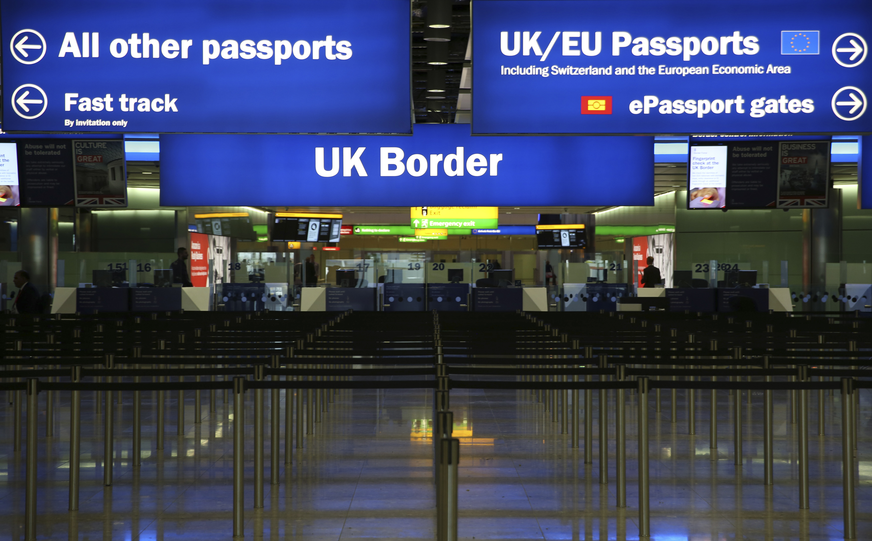 Piirikontroll Londoni Heathrow lennujaamas. Foto: Neil Hall / Reuters / Scanpix