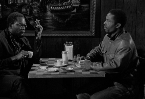 "Alex Descas ja Isaach De Bankolé Jim Jarmuschi filmis ""Kohv ja sigaretid"""