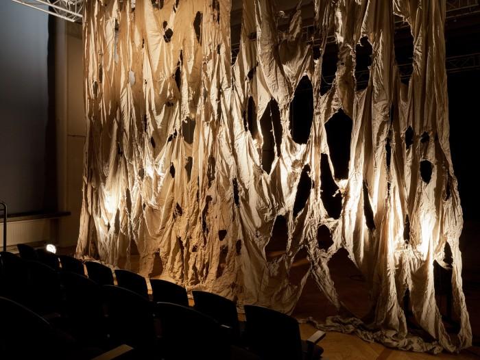 """Elis Saareväli installatsioon """"Küllaltki hästi"""" tänavuselt Artishoki Biennaalilt. Foto: Paul Kuimet"""