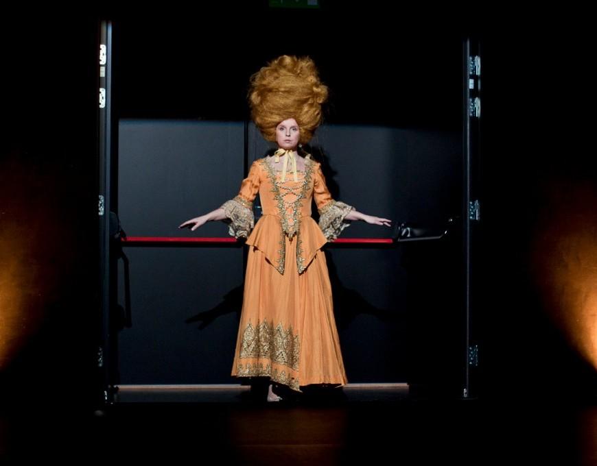 """Ursula Ratasepp lavastuses """"sugu: N"""". Foto: Kris Moor"""