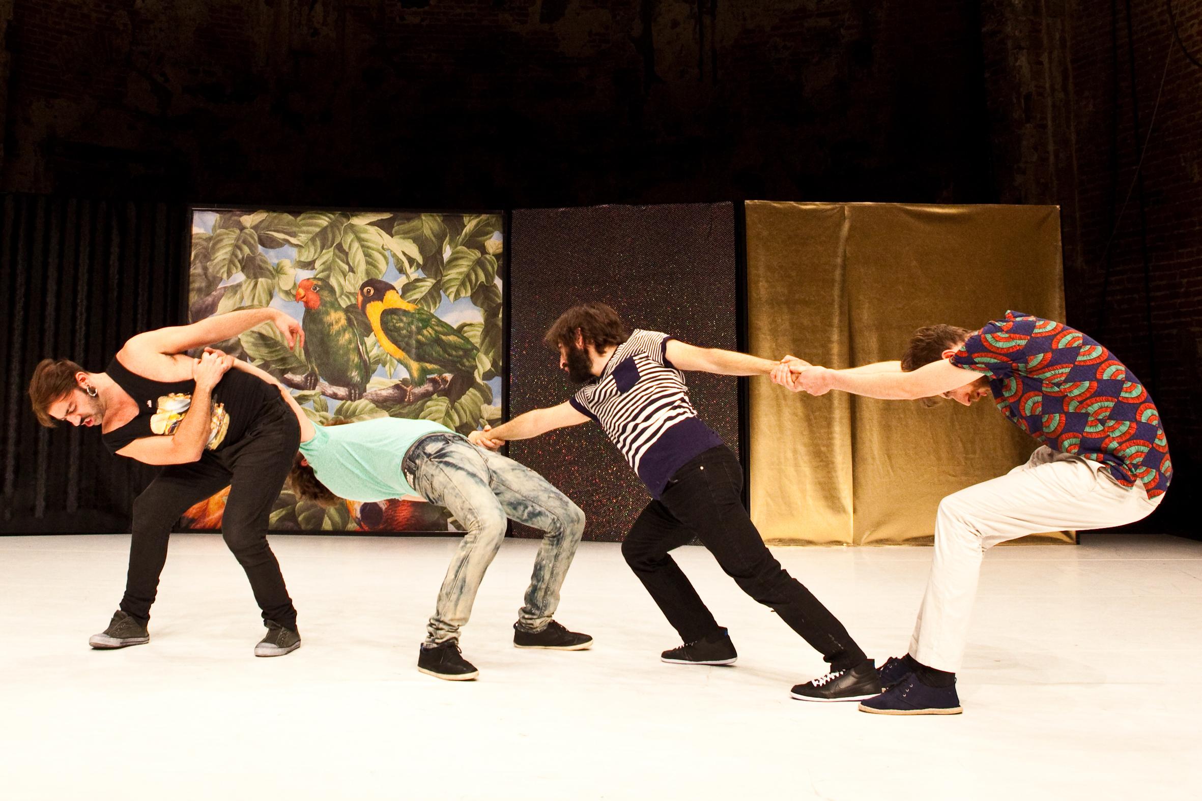 Tantsivad Augusti Tantsufestivalil. Foto: Reinout Hiel