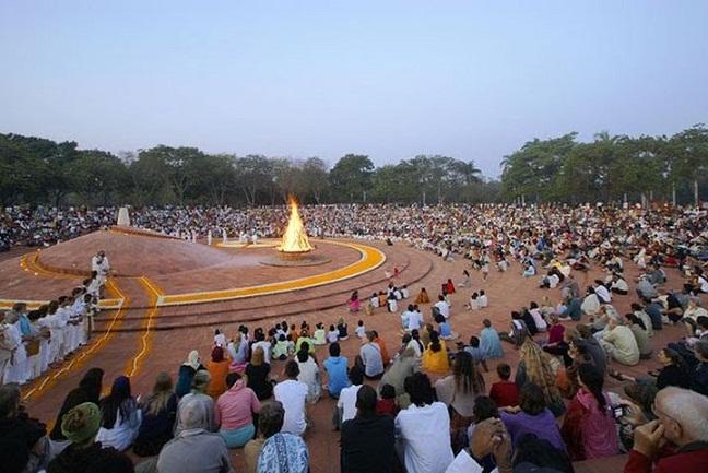 Auroville'i keskmes on religioonideülene kuldne tempel Matrimandir, mida übritseb amfiteater kogukondlike tähistamiste tarvis. Foto: Auroville'i veebileht