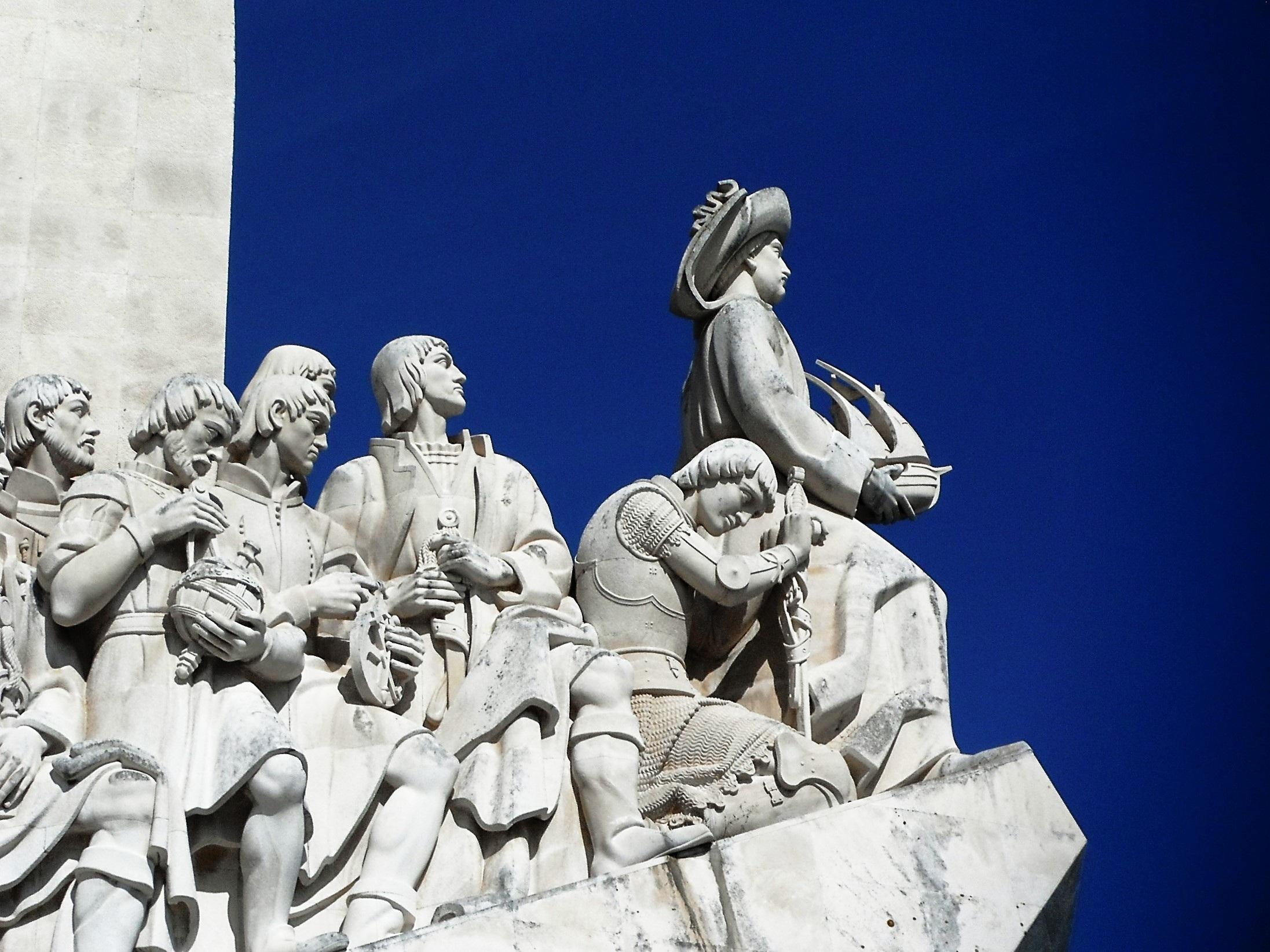 Avastuste monument Lissabonis tähistab maadeavastuste aega Portugalis 15. ja 16. sajandil, kui hakati kauplema India ja oriendiga. Monumendi autorid on arhitekt José Ângelo Cottinelli Telmo ja skulptor Leopoldo de Almeida. See valmis 1940. aastal. Foto: CC0