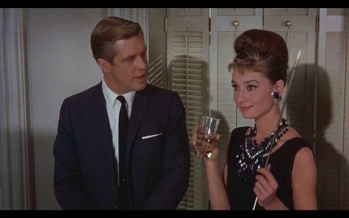 Paul (George Peppard) ja Holly ( Audrey Hepburn)