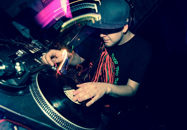 Üks Von Krahli sünnipäeval plaate keerutavaid DJ-sid: Quest. Foto: Andrei Ozdoba