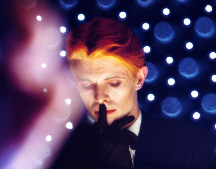 """David Bowie filmis """"Mees, kes langes Maale""""."""