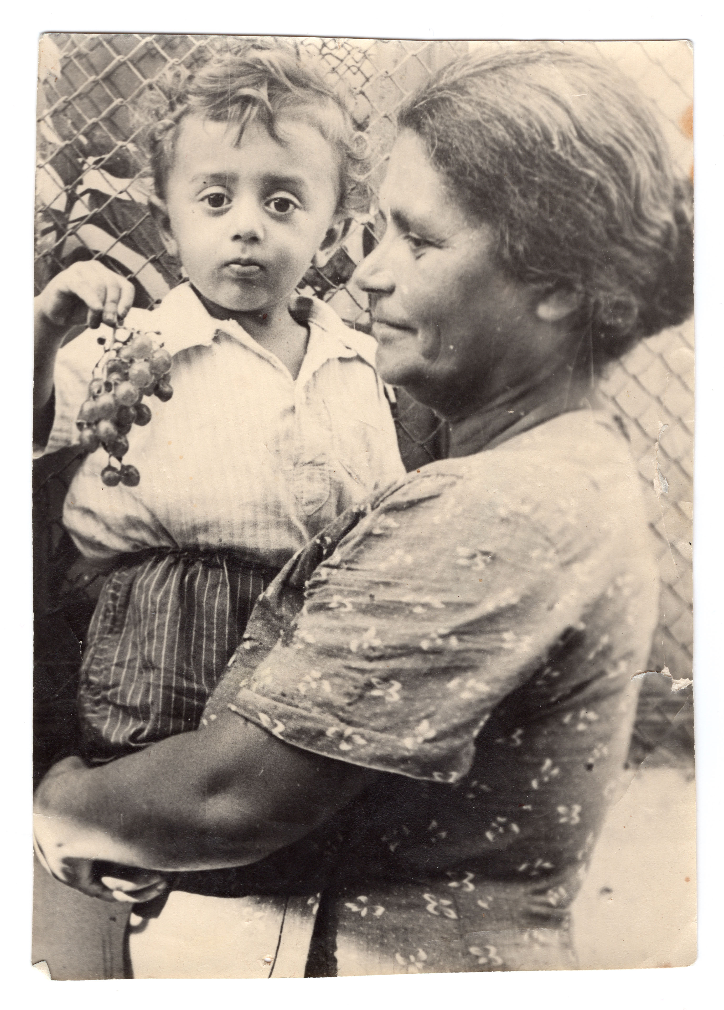 Pildil õdede Davidjantside isa ja vaarvanaema. Foto: erakogu