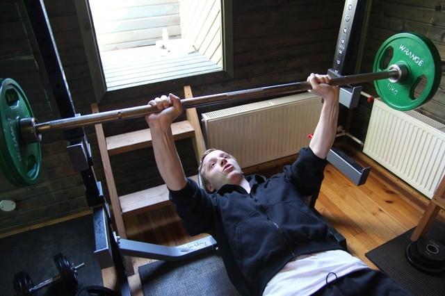 Dessant Rakveres: teatrikunsti 9. lennu näitlejad proovis ja etendusel. Foto: Heigo Teder