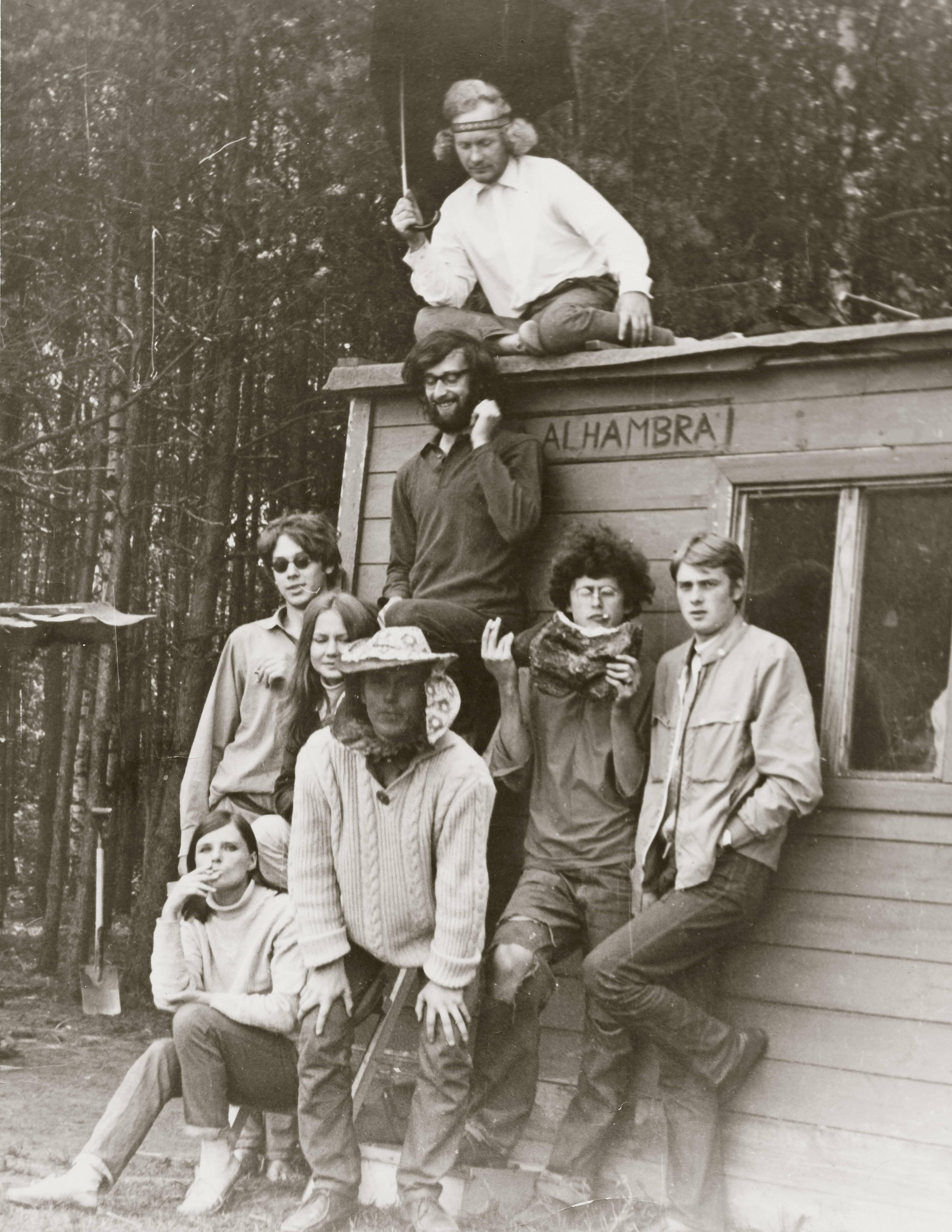 Üks suvine hipikogukond Taevaskojas aastal 1970. Foto: Jüri Müürisepp