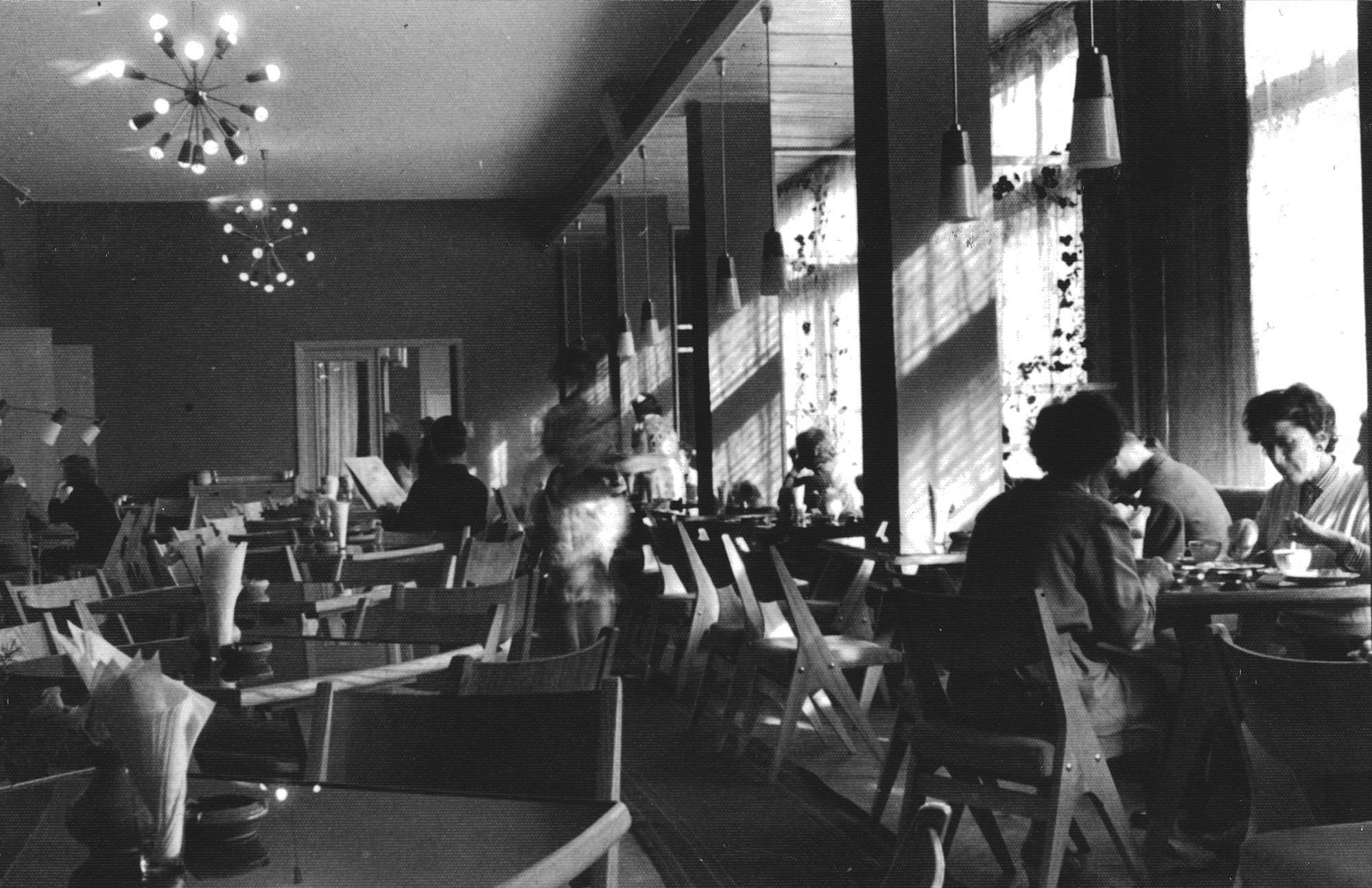 Kohvik Energia, 1958, sisekujunduse autorid Maimu Plees, Leila Pärtelpoeg. Foto: ETDMi kogu
