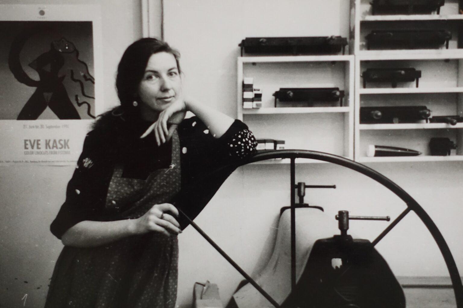Eve Kask aastal 1991 Lasnamäe ateljees. Foto: Jüri Kaarma