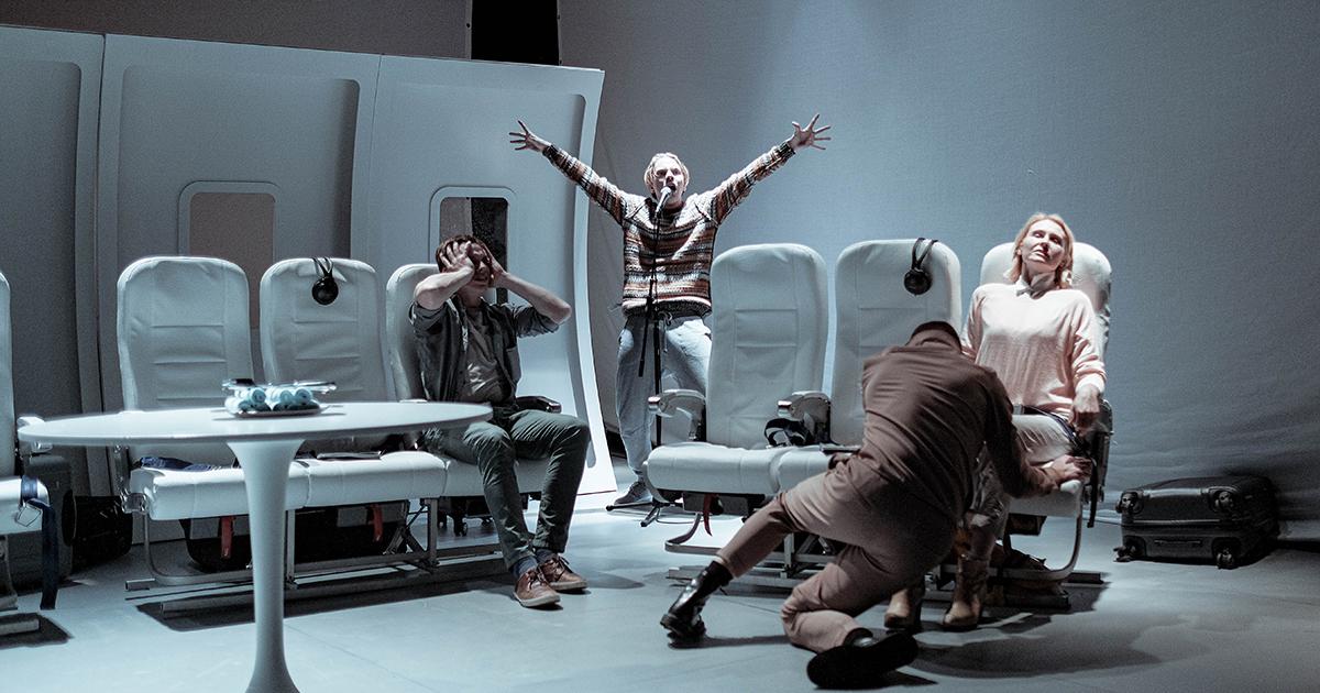 """""""Paratamatus elada ühel ajal"""", Von Krahli Teater. Fotod: Herkko Labi"""
