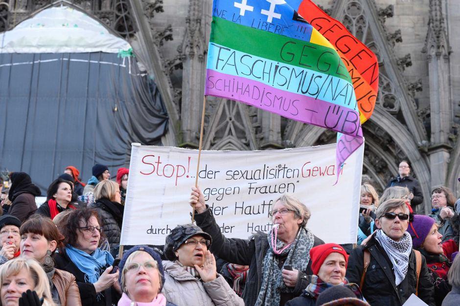 LGBT kogukonnad protestivad Kölnis aastavahetusel toimunud naistevastase vägivalla vastu. Foto: Roberto Pfeil (AFP)