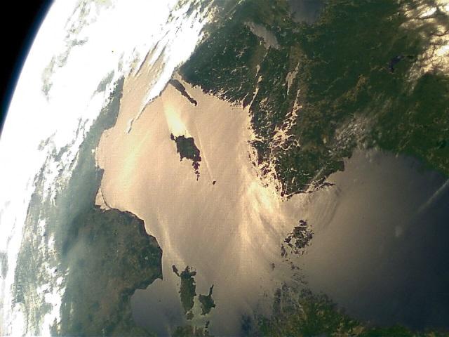 Foto ESTCube-1 logiraamatust.