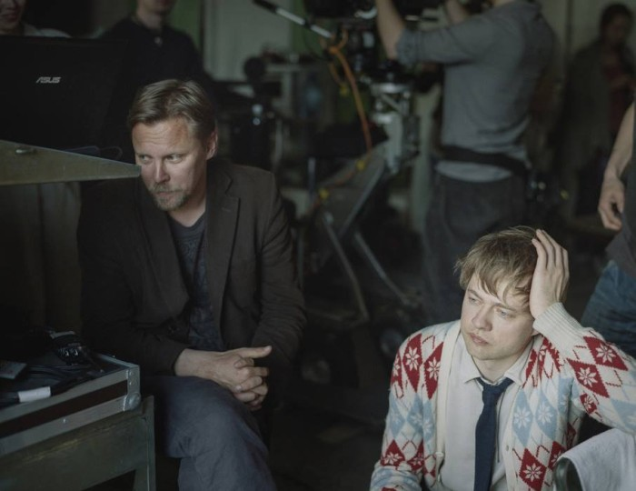 """Filmi """"Free Range"""" võtted. Pildil Lauri Lagle ja Veiko Õunpuu. Foto: Maxim Mjodov"""