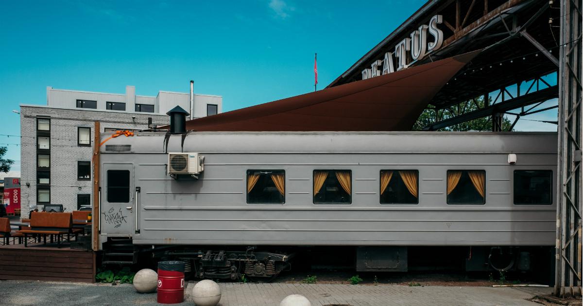 Gentrifikatsiooni õied ehk vanad reisivagunid on muudetud restoraniks. Foto: Tõnu Tunnel