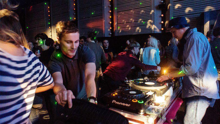 Haigla DJ-d Ats Luik, Kristopher Luigend ja Jan Tomson. Foto Tõnu Tunnel.