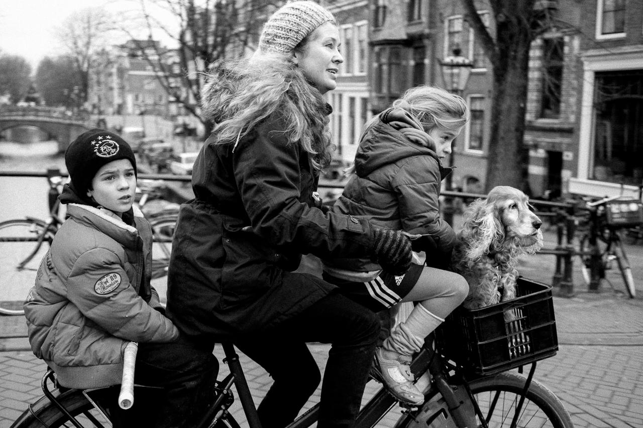 Ehk tasuks meilgi ära õppida see taanlaste ja hollandlaste kunst, kuidas auto asemel kogu pere ratta peale ära mahutada. Foto Flickri kasutaja Greg Ramirez (CC BY-NC-ND 2.0)