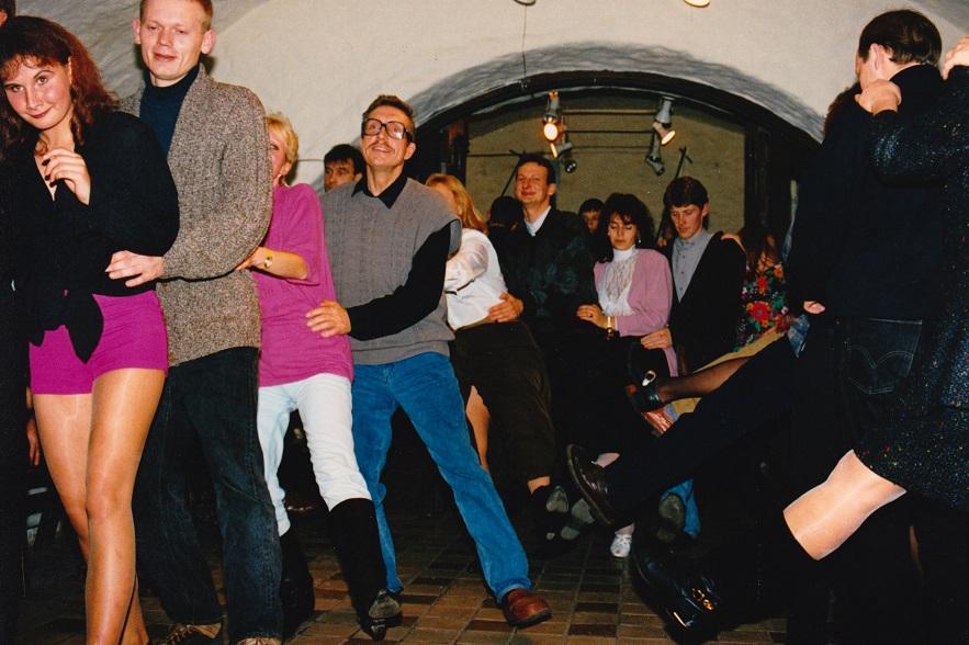 Pidu Illegaardis 1993, Sirje Ginteri fotokogu.