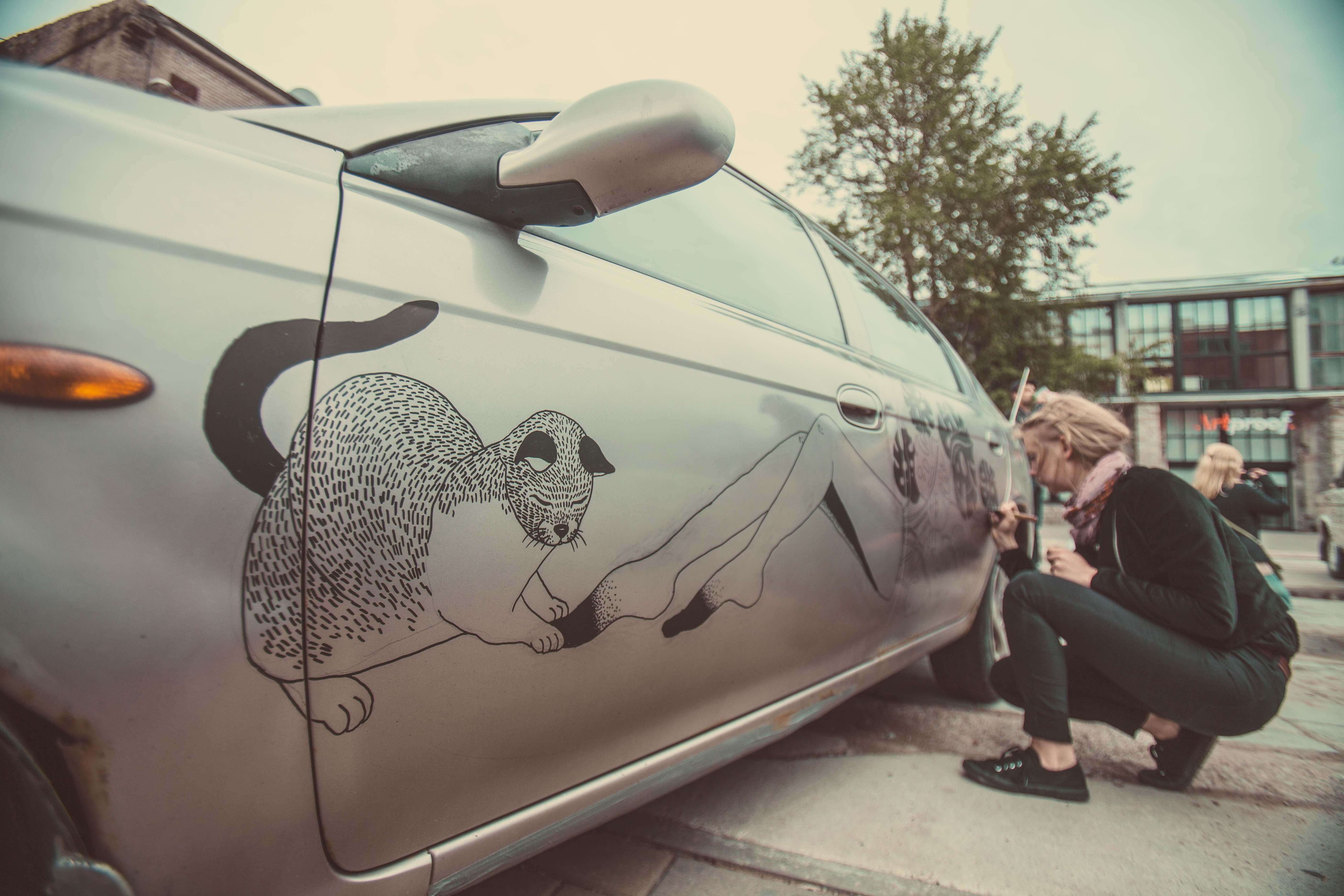 Kaader Slowballi autode maalimiselt Telliskivi Loomelinnakus. Foto: Juhani Särglep