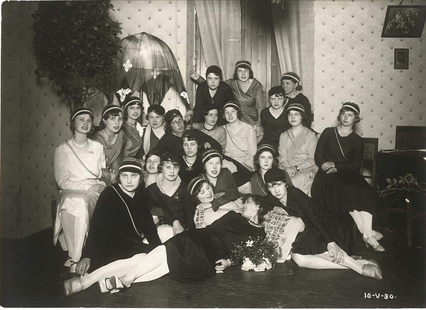 Indla liikmed kuus aastat pärast korporatsiooni asutamist ehk 1930. aasta kevadel. Foto: korp! Indla arhiiv
