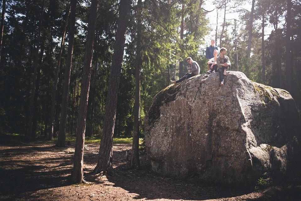Intervjuu kangelased Käsmu metsade vahel. Vasakult: Kristjan Kallas, Peedu Kass, Raul Ojamaa ja Marten Kuningas. Foto: Renee Altrov
