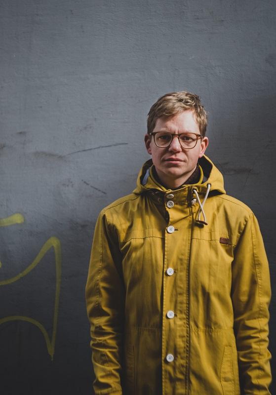 Jaanus Samma ei soovi piiritleda end kunstnikuna teema- ega meediumipõhiselt, vaid loob näituse terviklikuks kogemuseks. Foto: Janis Kokk