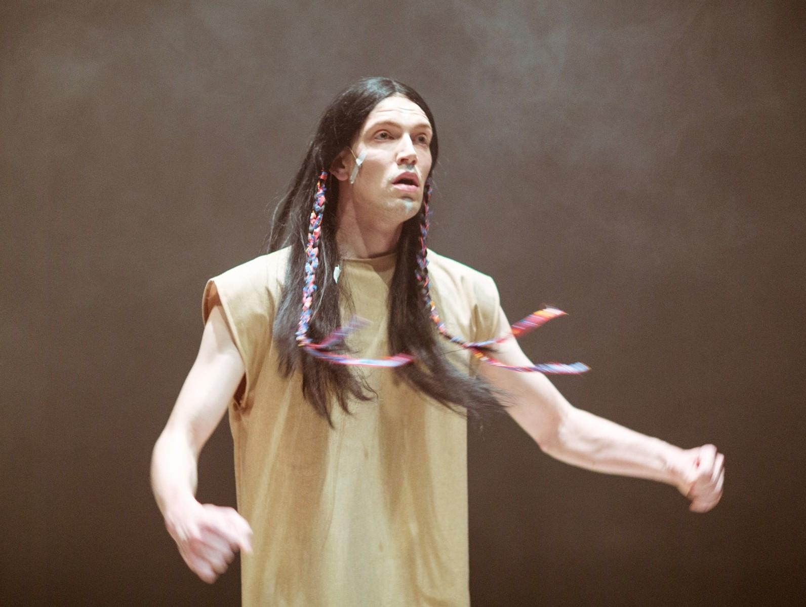 """Henrik Kalmet lavastuses """"A Festival Piece"""". Foto: Siim Vahur"""