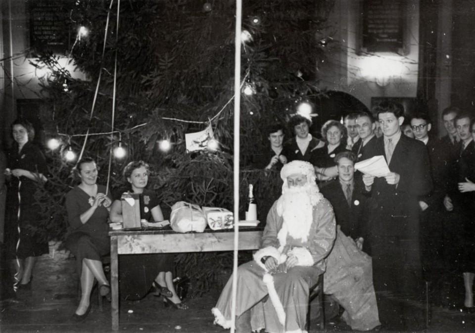 ERM Fk 2861:151 Üliõpilaste nääripidu 1956. a. Fotograaf teadmata.