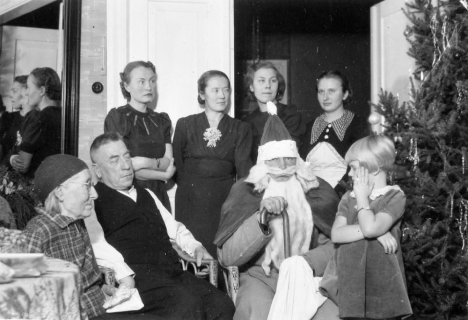 ERM Fk 2852:88 Kodune jõuluõhtu jõuluvanaga 1938. a. Fotograaf teadmata.
