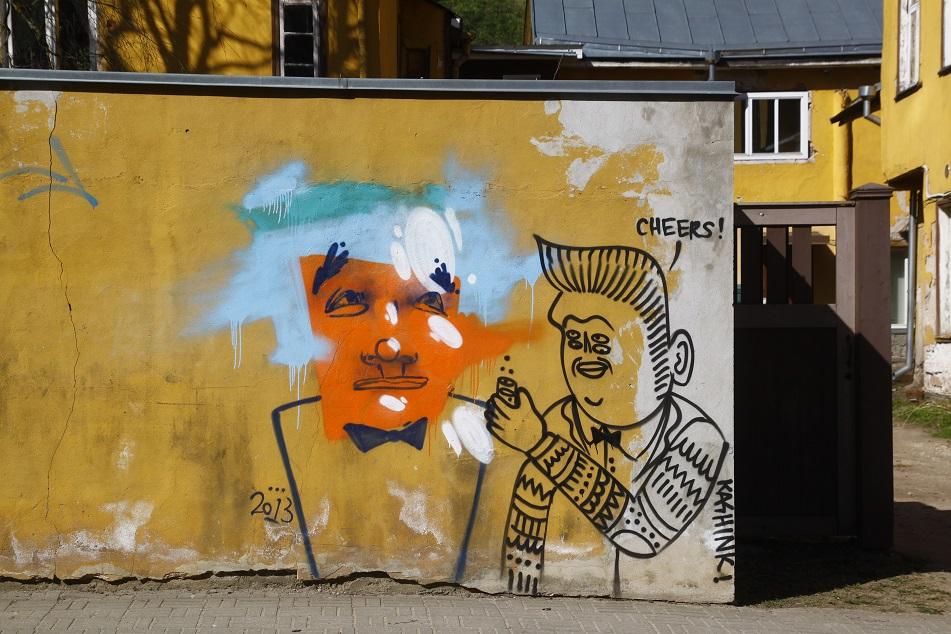 Kashink ja Thobek vestlemas Tartus Vallikraavi tänaval. Foto: Sirla