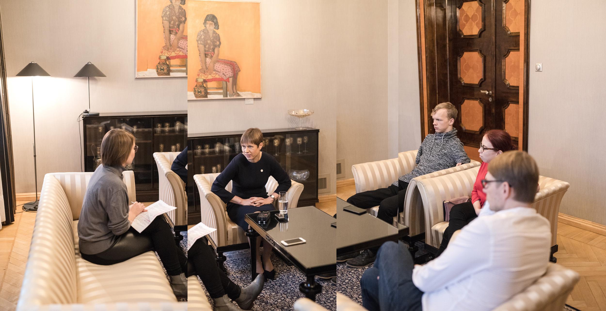 Vasakult Müürilehe peatoimetaja Helen Tammemäe, president Kersti Kaljulaid, presidendi töövarjud Matz Topkin ja Brenda Tilk ning presidendi avalike suhete nõunik Taavi Linnamäe. Foto: Renee Altrov