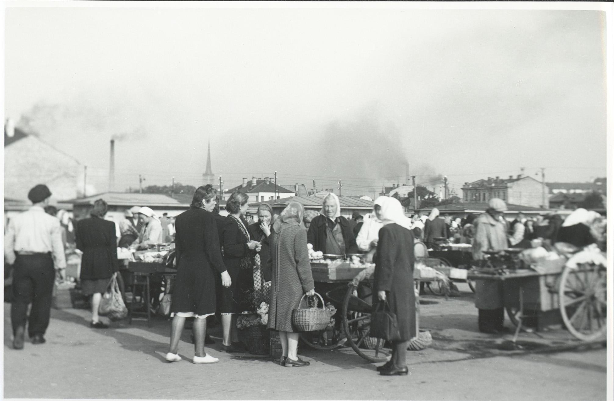 Keskturg 1949. aastal. Foto: teadmata (Tallinna Linnaarhiiv)