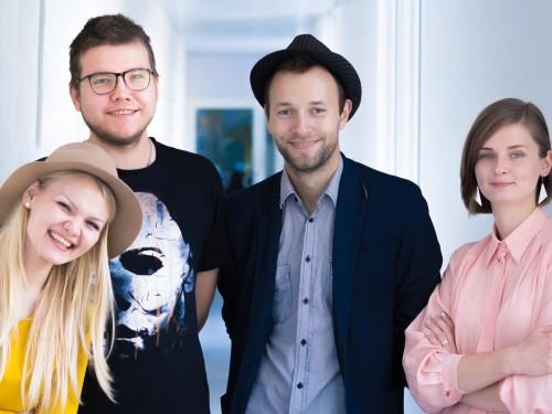 """""""Kinovärgiga mandariini"""" veavad (vasakult) Emilie Toomela, Ralf Sauter, Andrei Liimets ja Maarja Hindoalla. Foto: Arne Holm"""