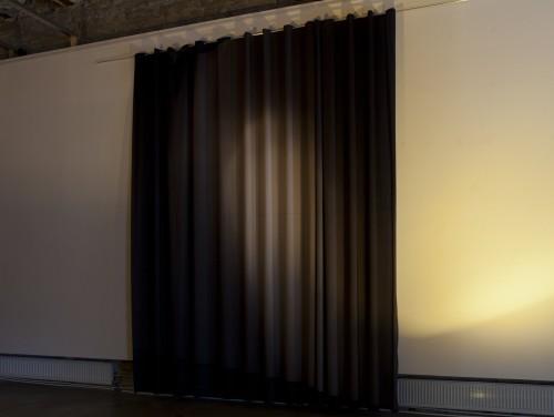 """Vaade näitusele """"Valgusele sarnane valgus"""". Foto: Paul Kuimet"""