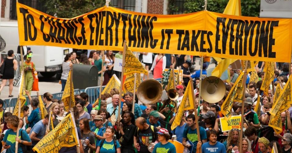 Vastukaaluks Trumpile on paljud linnad ja osariigid lubanud omal algatusel kliimaleppe tingimustest kinni pidada. Fotol: Kliimamarss New Yorgis (Flickri kasutaja South Bend Voice (CC BY-SA 2.0))
