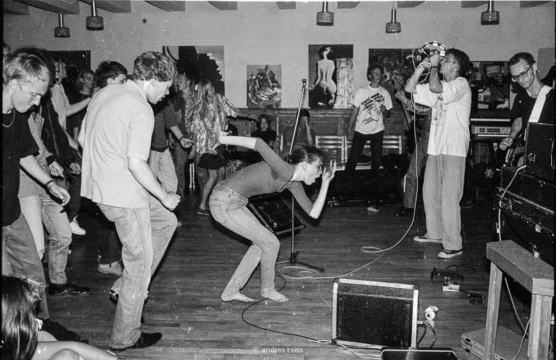 John Peeli tervituskontsert Kodulinna Majas (1992). Fotod: Andres Teiss