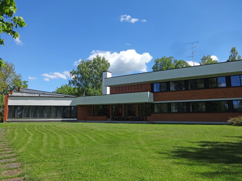 Kurtna Linnukasvatuse Katsejaama peahoone, arhitekt Valve Pormeister, ehitati aastatel 1965–1966. Foto: Laura Ingerpuu