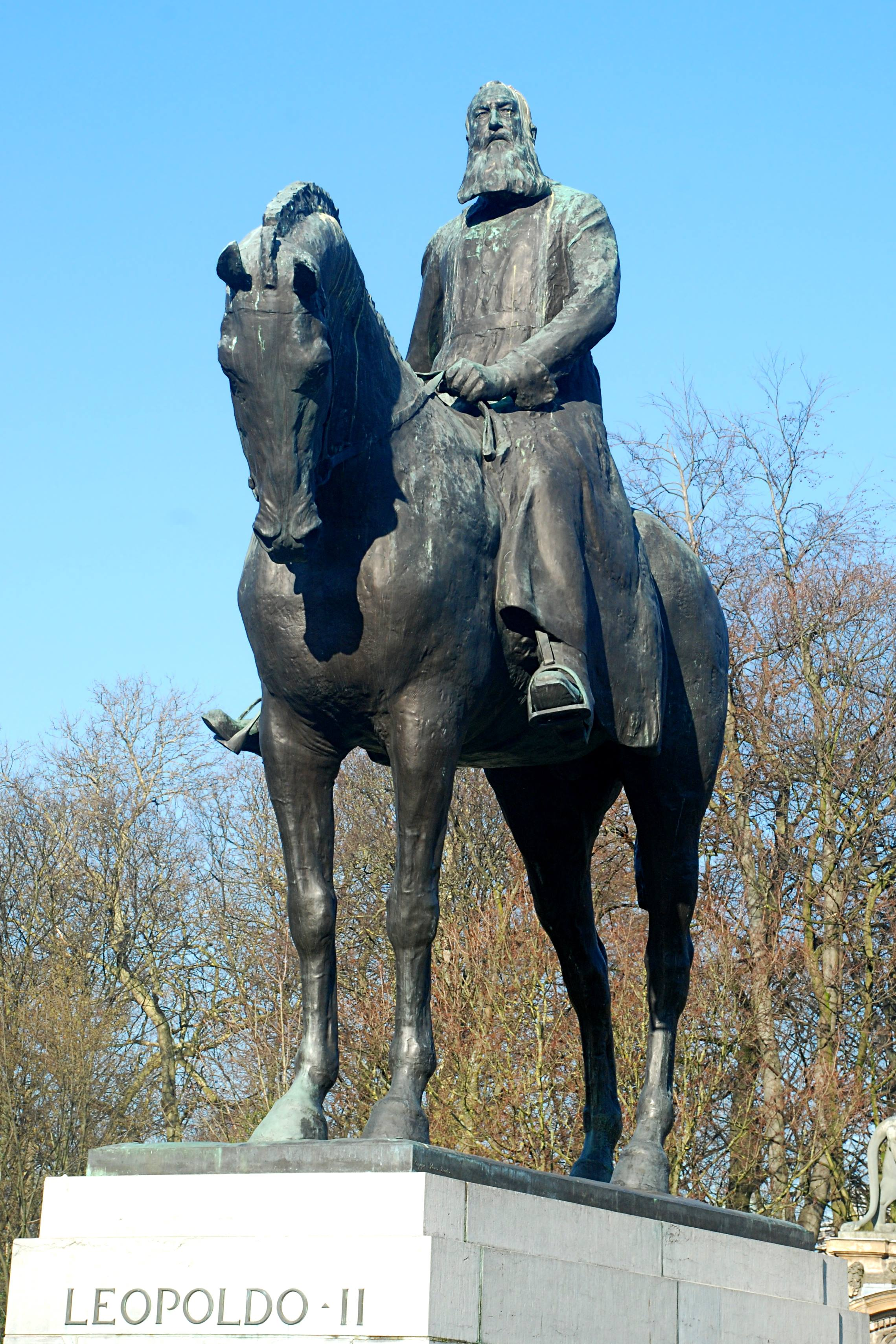 1926. aastal Brüsselisse Belgia kuningapalee taha püstitatud uhke ratsamonument Belgia kuningale Léopold II-le, kelle hingel lasuvad miljonite kongolaste elud. Foto: Wikimedia Commonsi kasutaja EmDee (CC BY-SA 3.0)