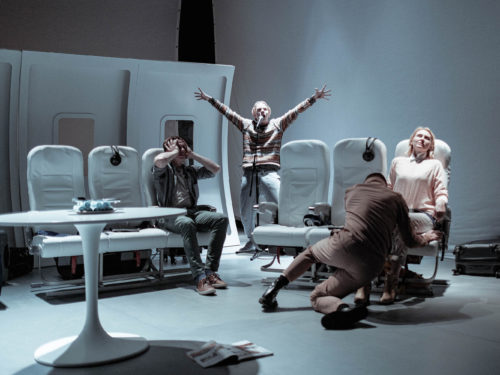 """Lauri Lagle lavastus """"Paratamatus elada ühel ajal"""". Foto: Herkko Labi"""