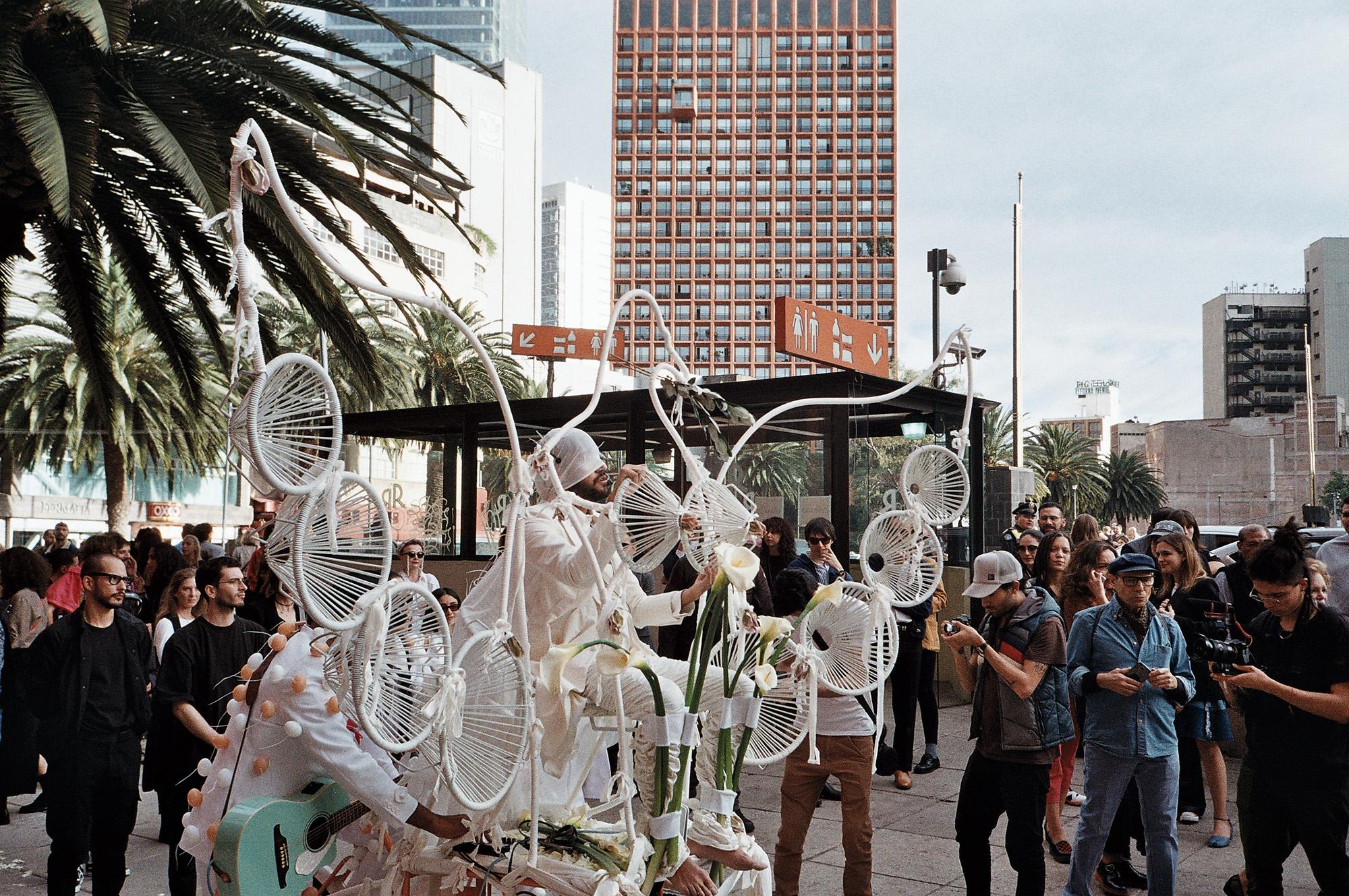 Kris Lemsalu ja Kyp Malone'i perfokas Méxicos, veebruar 2020. Foto: Maria Arusoo