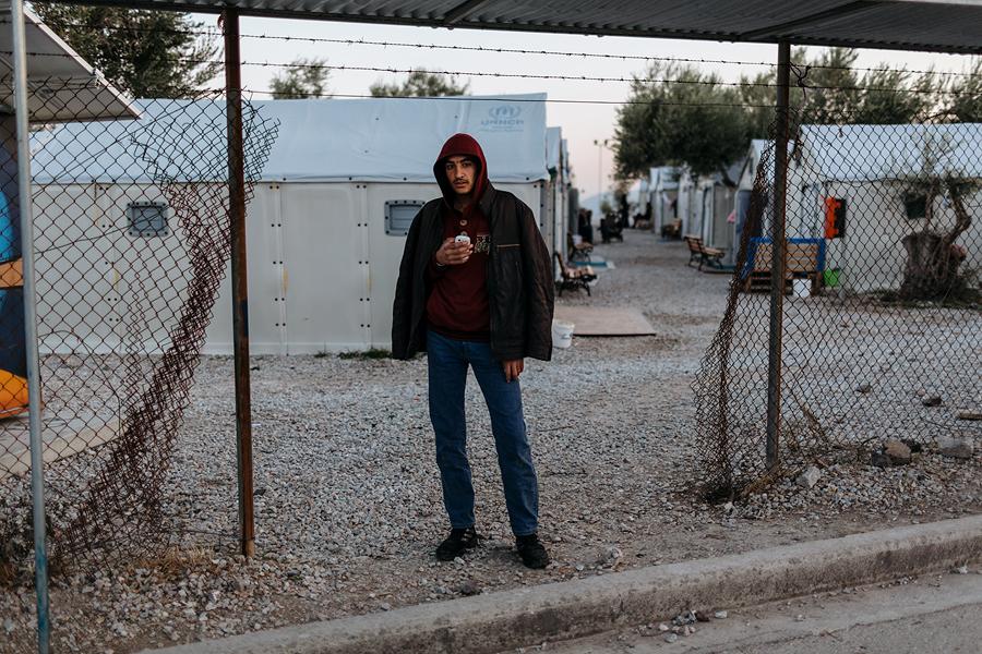 Noor asüülitaotleja Kara Tepe põgenikelaagris.