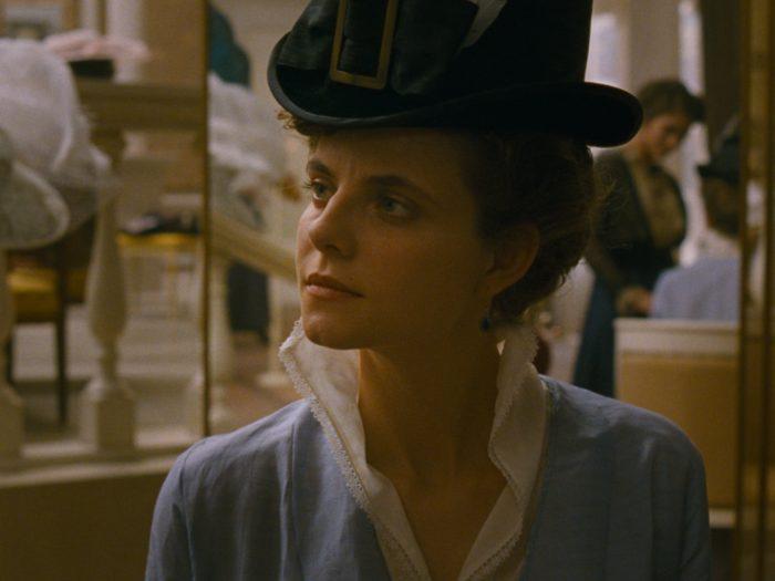 Juli Jakabi orvust peategelase Írisz Leiteri rollis. Kaader filmist